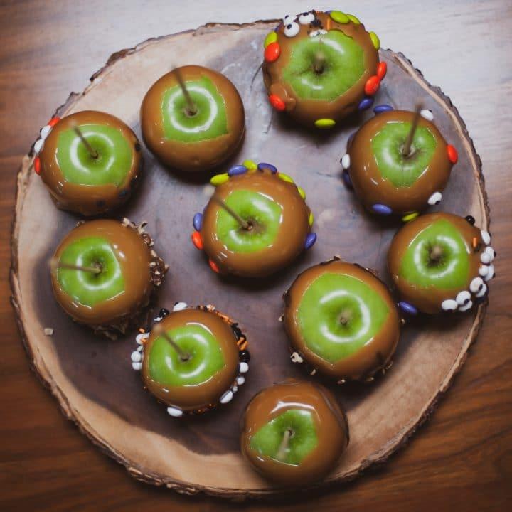 How to Make Halloween Caramel Apples