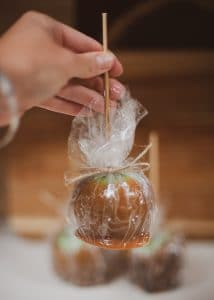 How to store Halloween Caramel Apple.