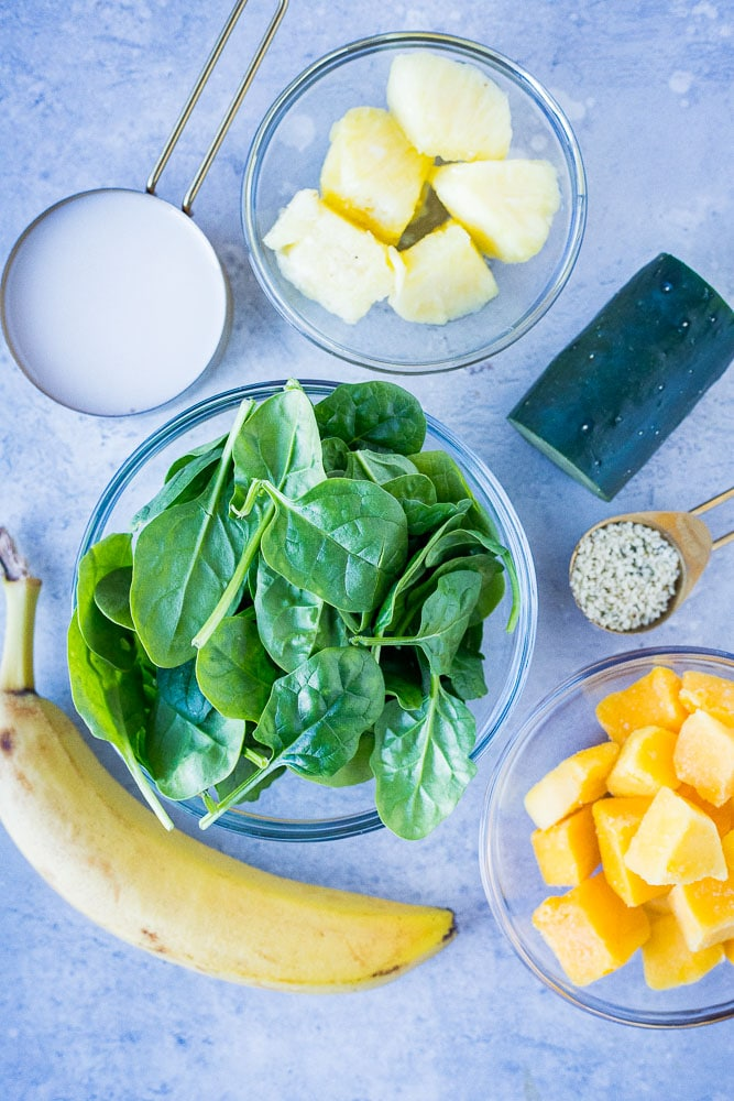 Showing how to make a green smoothie with all the ingredients