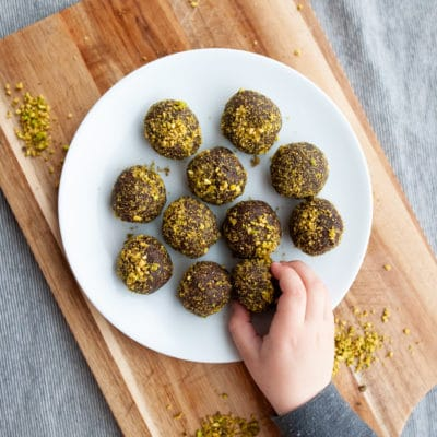 Mud-n-Moss Energy Balls {with Pistachio and Chocolate}